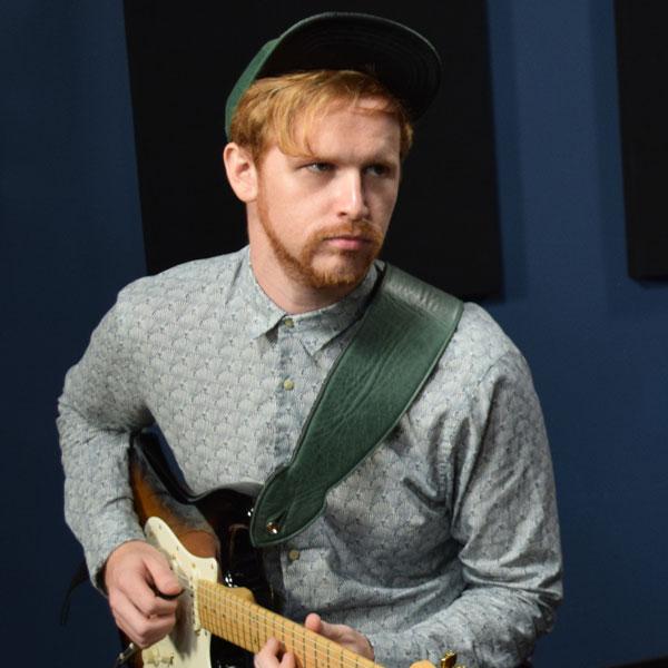Asher Kurtz is a Guitareo Instructor